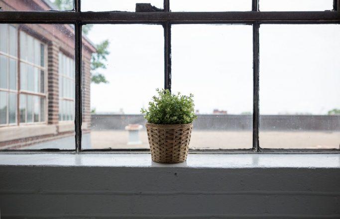 Thermally-cut window sills